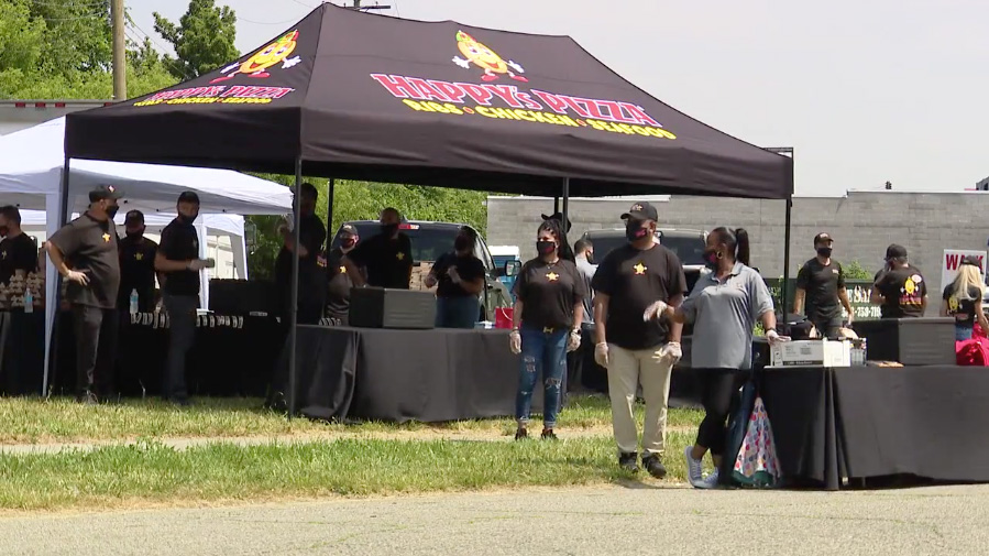 Fox 2 Detroit: Happy's Pizza / Detroit Police Free Kids Meals